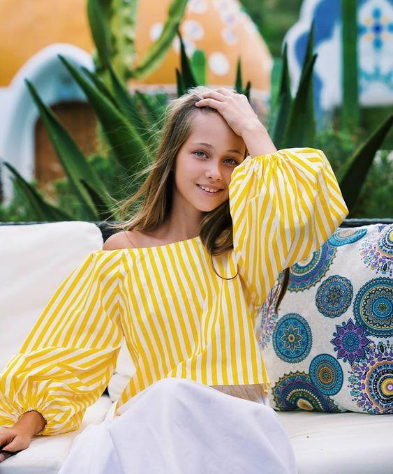 Эффектная блузка в широкую полоску с рукавами фонариками. И ассиметричная юбка на резинке с поясом к... #yooying