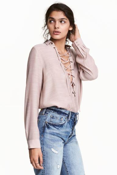 Блузка с шнуровкой - Приглушенный розовый - Женщины | H&M RU