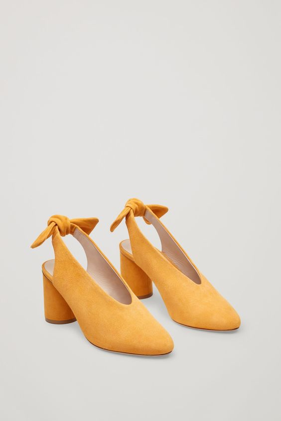 Slingback bow pumps in Yellow chez COS
