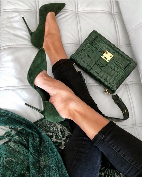 Зелёные туфли на каблуке с закрытым носом