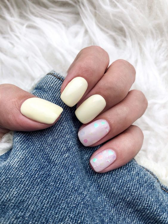 Summer nails ? #yellownails #yellow #summernails #summernails2018 #newnails #nails2018 #stylenails #whitenails #glitternails #камифубуки #желтый #желтыйманикюр #летнийманикюр #маникюр2018 #pastelnail