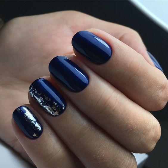 Classic Blue: идеи маникюра с главным цветом года по Pantone | Новости моды