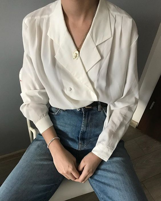 There are never enough white blouses for me too. Each of them is unique ?