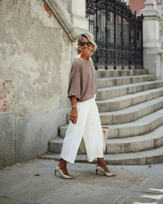 BLUSA BEGE COM PANTACOURT BRANCA - @margapau - #blusa #pantacourt #moda #estilo #tendência #tendencia #modafeminina #modaderua #estiloderua #streetstyle #streetfashion #outfitt #ootd #outfitoftheday #outfitideas #lookdodia #look #blogueira #blogueirademoda #blogdemoda #fashionista #GostoDisto