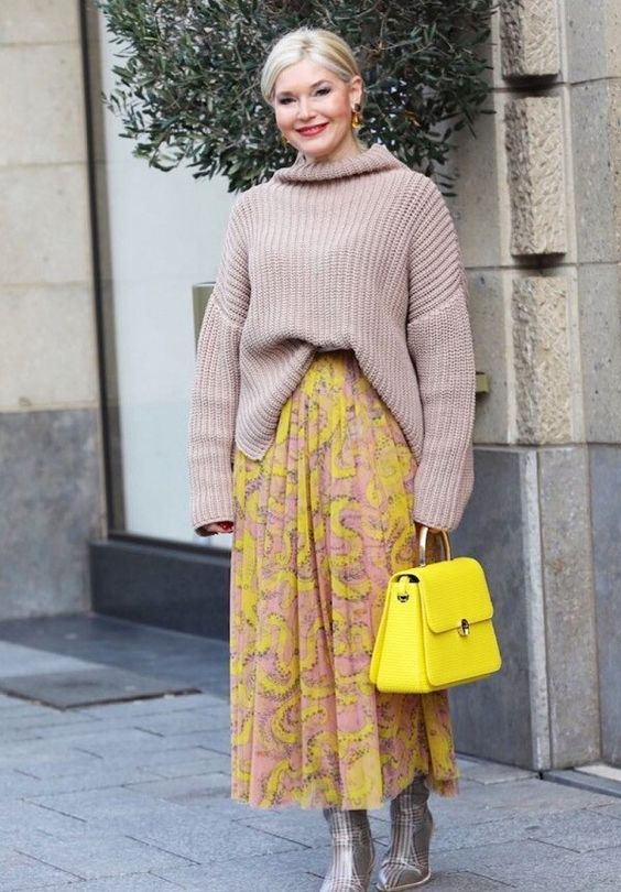 Очень популярное сочетание — юбка + свитер или водолазка. Современные образы для женщин 45+ - Секреты Вашего стиля - медиаплатформа МирТесен