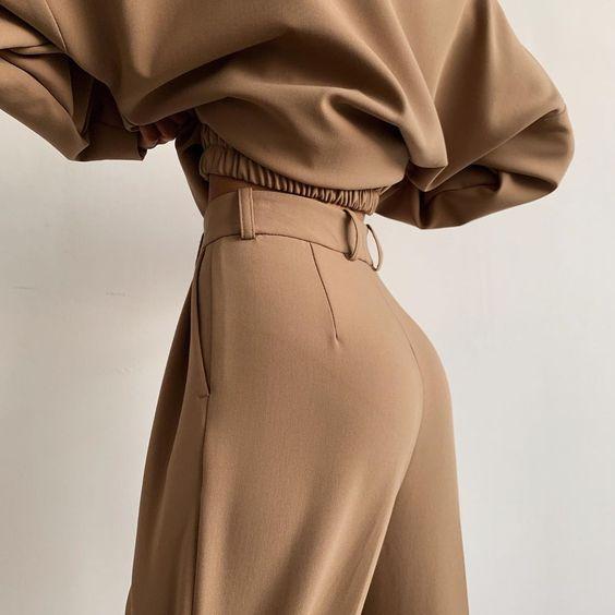 """Namelazz on Instagram: """"Комплект, ставший бестселлером благодаря идеальной посадке брюк и удобному крою свитшота. В сочетании — образ для любого случая, который…"""""""