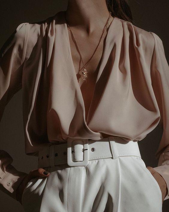 После сторис мой директ завалили комплиментами? ⠀ Спасибо, мне очень приятно! Идеальные белые брюки найдены в @toptop.ru как и блуза✅ У…