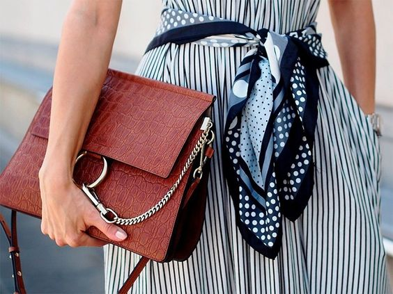 Как носить шелковый платок этой осенью — BurdaStyle.ru