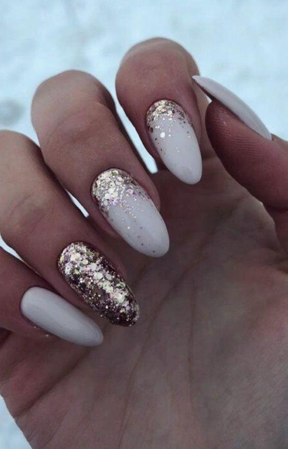 Светло-молочный: nail-эксперты ответили, какой маникюр станет трендовым в 2020 году | Новости моды