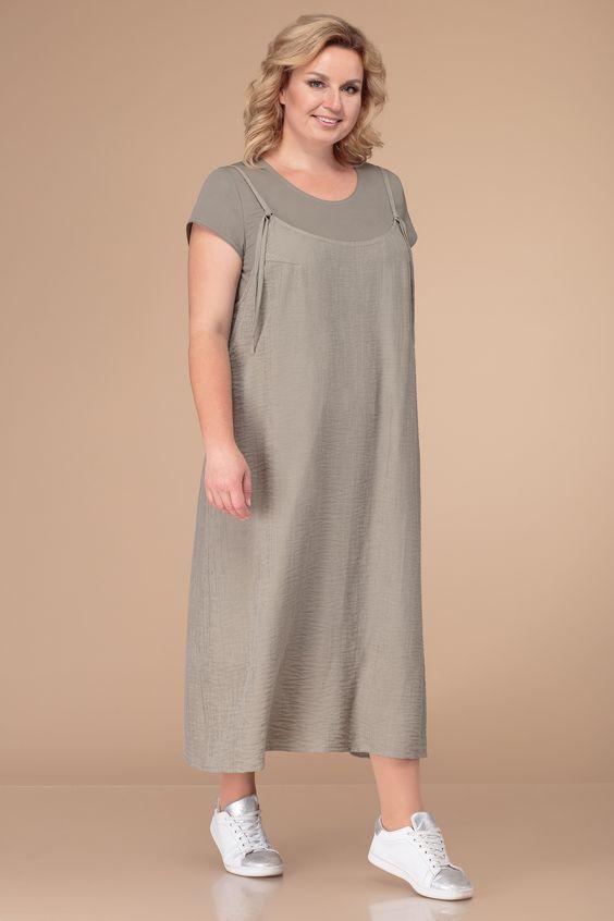 Повседневный двухпредметный комплект, состоящий из платья и сарафана.