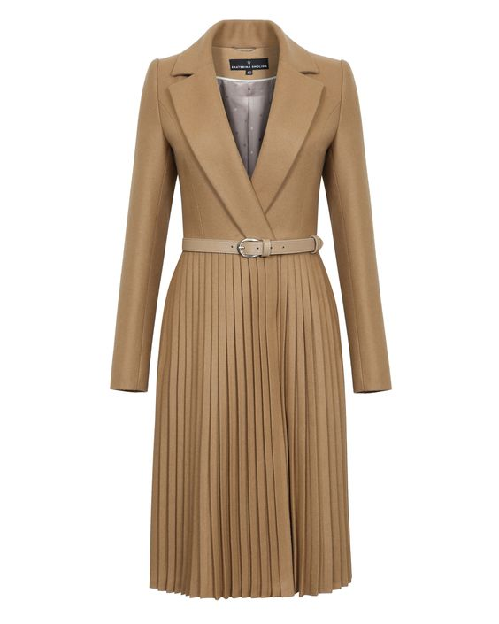 Пальто с юбкой-плиссе бежевого цвета. Модный дом Ekaterina Smolina