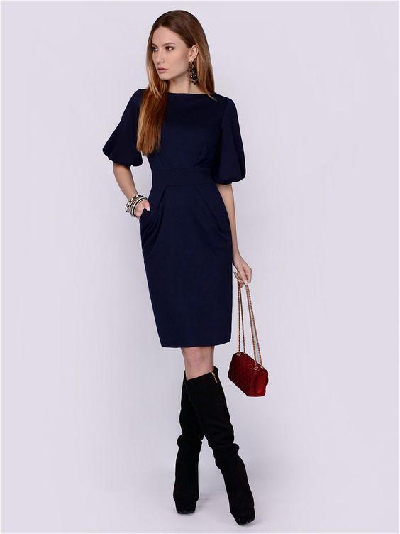 Красивое платье из мягкой и приятной на ощупь принтованой ткани. Наряд имеет модную миди длину и рукава-фонарики. От втачного пояса вверх заложены две симметрично расходящиеся складки, которые зрительно сужают талию и акцентируют внимание на груди. Благодаря удачному фасону, модель сбалансирует фигуру и подчеркнет ее достоинства. Платье дополнено двумя боковыми карманами.