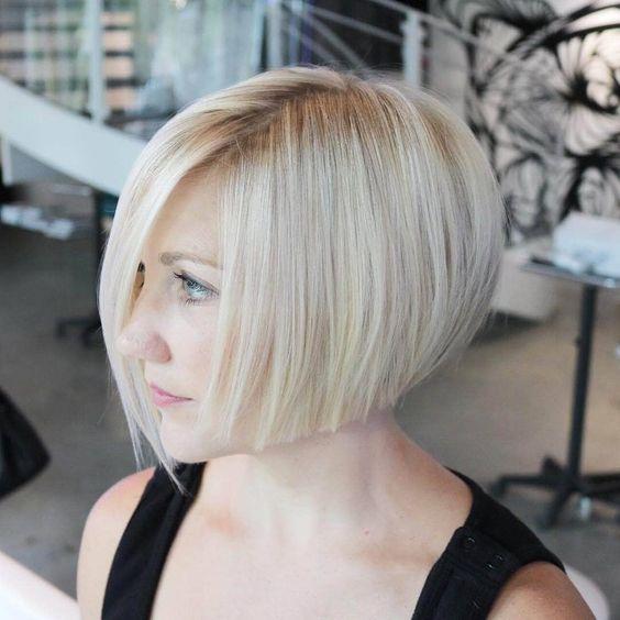 50 модных коротких светлых волос для каждого типа волос 1) текстурированный Боб подметание Этот «взъерошенный» вид легко поддерживать. Во-первых, стремительная блондинка освободит вас от постоянного цикла р... причесок