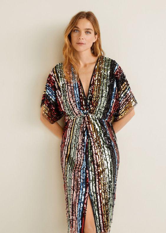 Платье с пайетками и разрезом