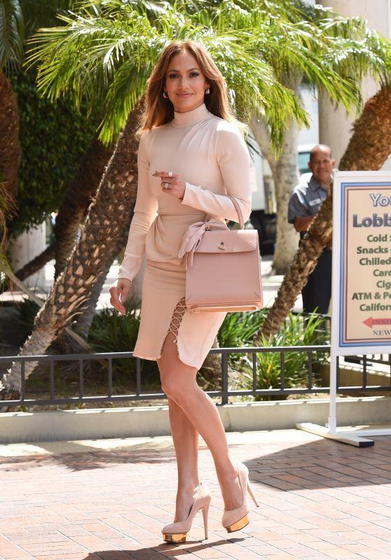 11 Looks da Jennifer Lopez Por Aí