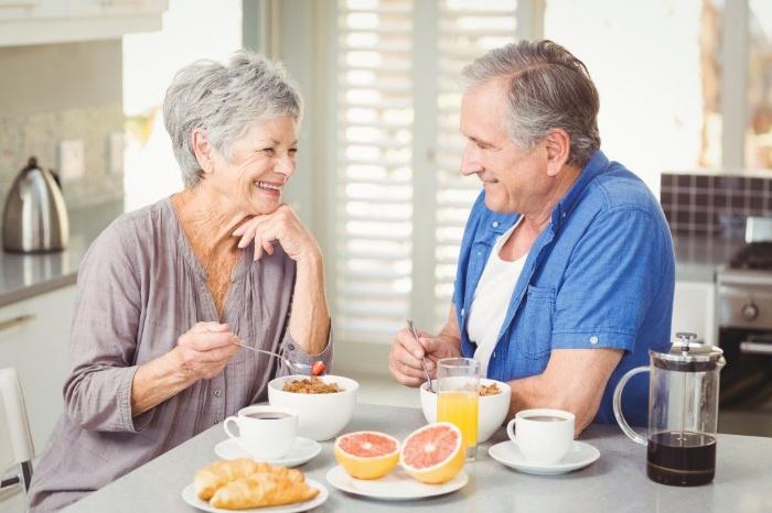 Ешь, пей, люби: 6 неожиданных способов дожить до 100 лет