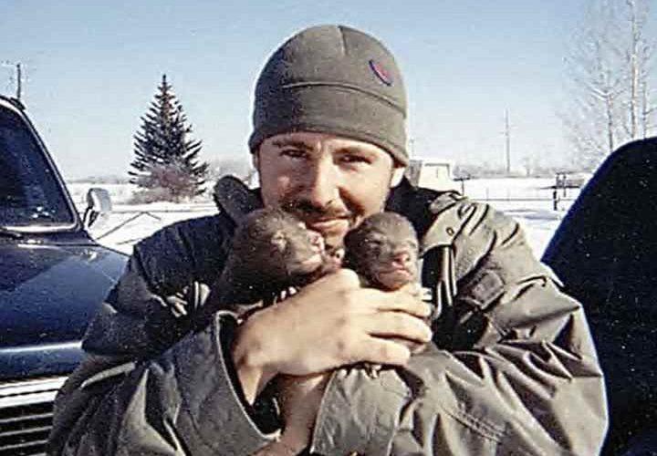 Если вы до сих пор думали, что медведи не умеют дружить с людьми, то вам нужно это увидеть