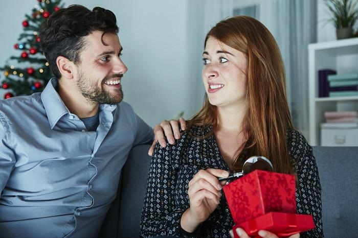 Непросто сказать близкому человеку, что его подарок не понравился. / Фото: kakprosto.ru