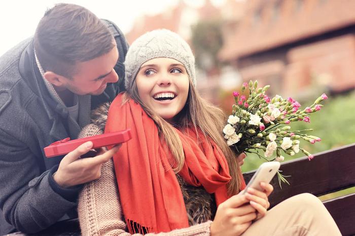 Если вам преподнесли дорогой подарок, это не значит, что нужно отвечать тем же. / Фото: mobius.lv9