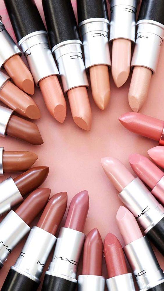 Nicki Minaj Share Her Makeup Tips in Her Makeup Tutorial
