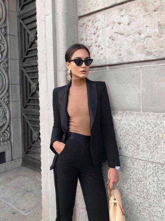 Черный брючный костюм — простой способ выглядеть стильно 2