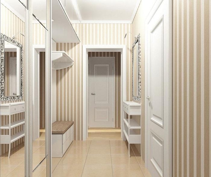 Обои с вертикальными полосами расширяют пространство. / Фото: yugastroy.ru