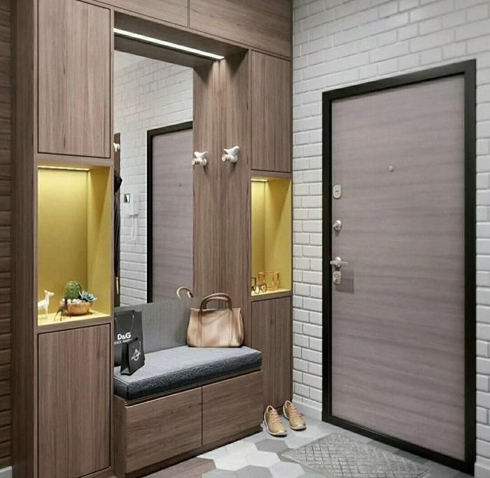 Предусмотрите наличие зеркала и полок с подсветкой. / Фото: favera.ru