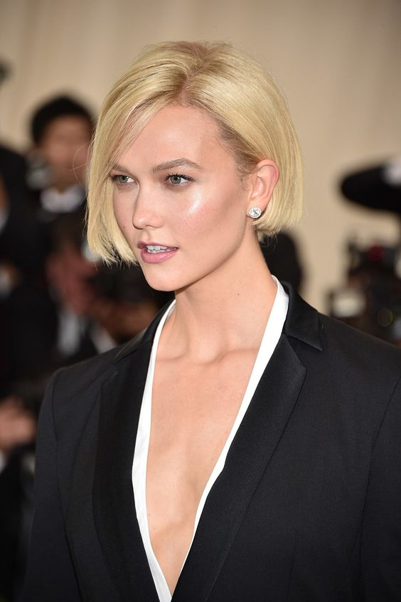 Karlie's in-between style is shorter than your average bob, but not quite a pixie. Her take on the short hair trend features blunt ends that hit along her jawline.