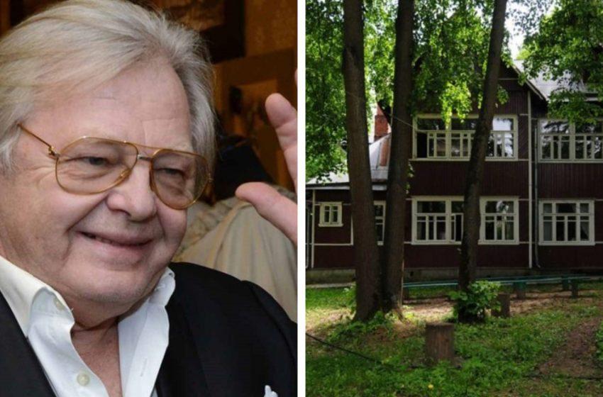 «Скромная роскошь певца и композитора»: Как выглядит трехэтажный особняк Юрия Антонова