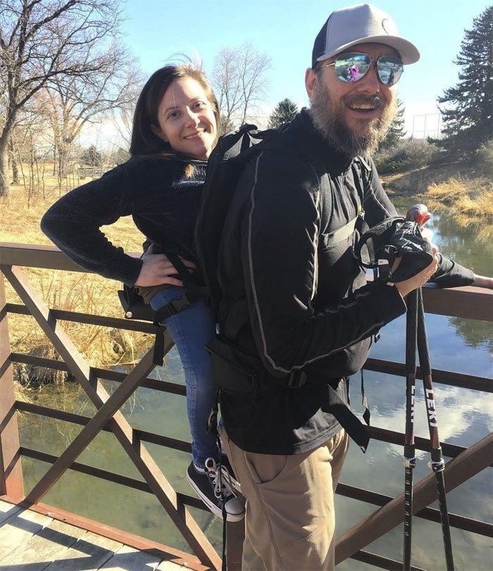 Слепой мужчина и неходячая девушка стали тандемом путешественников