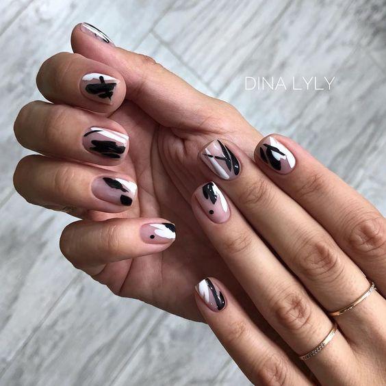 Дизайн ногтей 2019 маникюр чёрно белый абстракция мазки минимализм