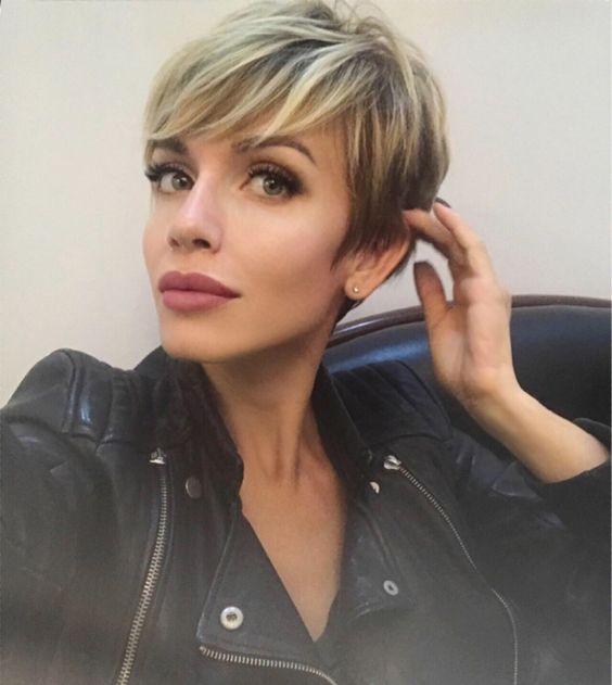 И снова я красивая благодаря @wowlashes_msk прилетела в город любви!! ?? . . #хлопайресницамиивзлетай#наращиваниересницмосква#короткиестрижки#pixiepalooza#shorthair#haircut#style#shorthairlove#blonde#shatush#mylife#love @pixiepalooza