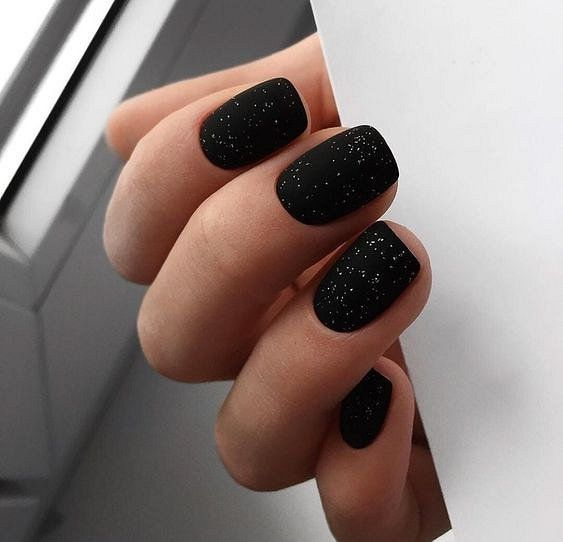 Черный маникюр 2020: модный дизайн ногтей и стильные идеи