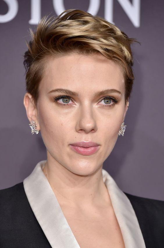 Scarlett Johansson Messy Cut - Scarlett Johansson gave us serious hair envy when she wore this messy short 'do at the amfAR New York Gala.