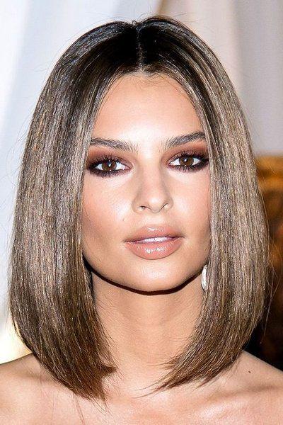 Стеклянные волосы - новый тренд сезона Блестящие, как будто стеклянные волосы - это новое направление для любителей гладких причесок. Больше никаких сёрферных волн, потому что в предстоящем сезоне «стеклянные волосы» будут на вершине модного Олимпа.